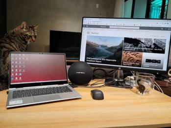 百達投顧居家上班設備,公司除了配發筆電之外,還有一個大螢幕,建構雙螢幕上班環境。...