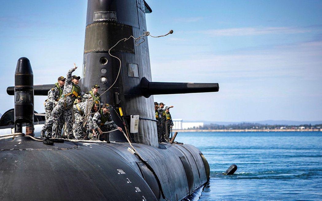 《金融時報》則認為,核動力潛艦能讓澳洲海軍更容易地進入南海、甚至台灣,除了抵銷中...