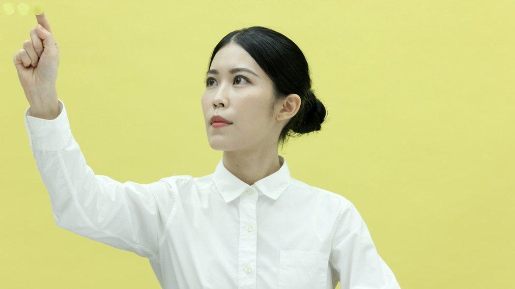 何采柔的新作「DOTS」探討疫情下的行為與意義,將於十月底於國美館「亞洲藝術雙年...