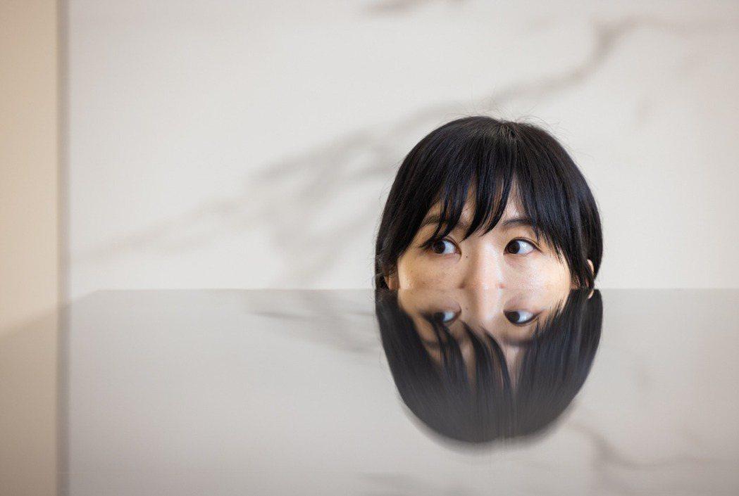 何采柔特別喜歡觀察人類的動作和反應,並延伸做出作品。記者沈昱嘉/攝影
