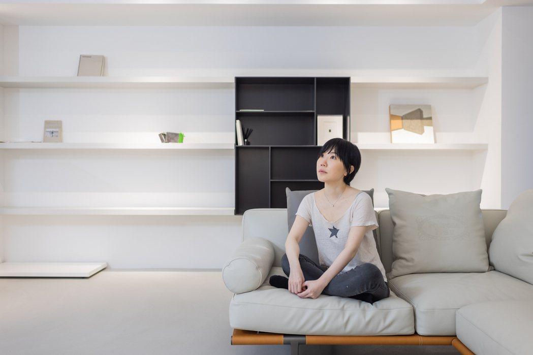 何采柔以畫廊的概念設計家中空間,包括燈光都有經過特別設計。記者沈昱嘉/攝影