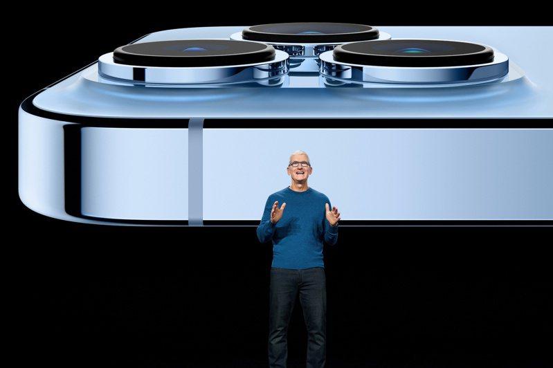 15日蘋果秋季發表會推出iPhone 13系列新機,有iPhone 13 Mini、iPhone 13、iPhone 13 Pro、iPhone 13 Pro Max四種機型。 路透社