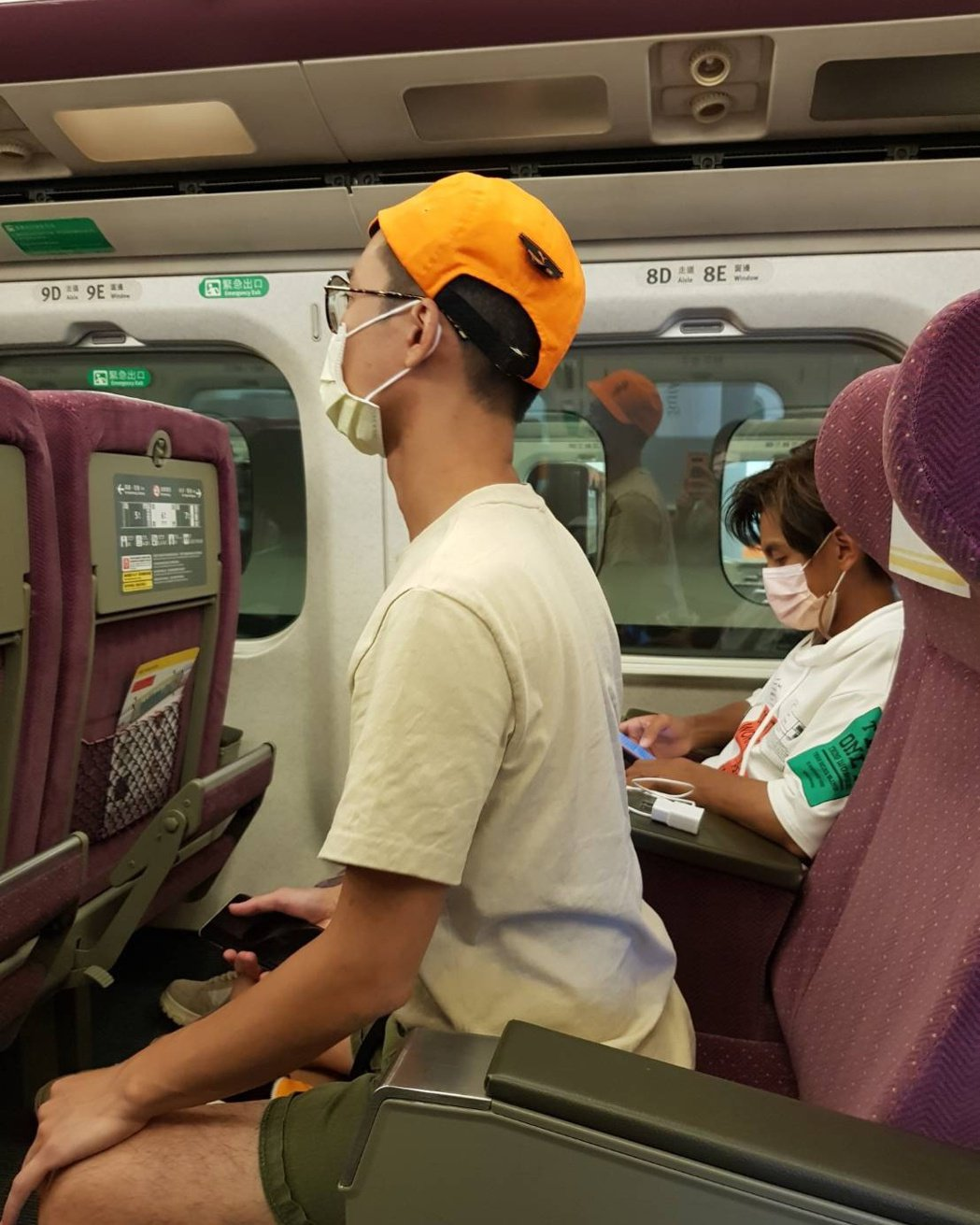浩子與阿翔搭高鐵罕見座位是相鄰。 圖/擷自浩角翔起臉書