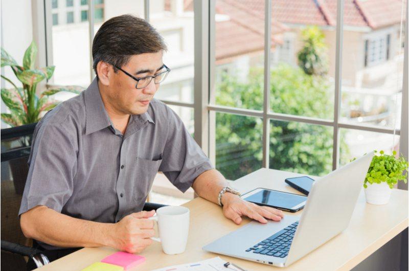 許多銀髮族退休後重回職場,自己的權益一定要知道。 圖/shutterstock
