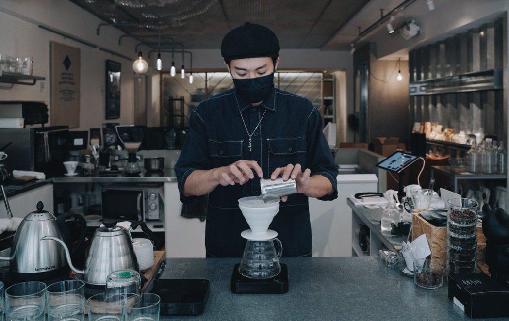 綠洲咖啡主理人育達。 圖/沈佩臻攝影