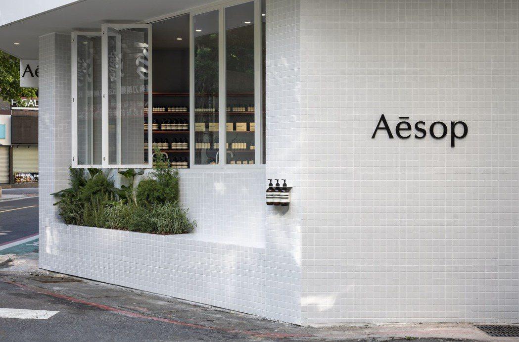 Aesop永康概念店,成為當地最亮眼的街邊景色。圖/Aesop提供