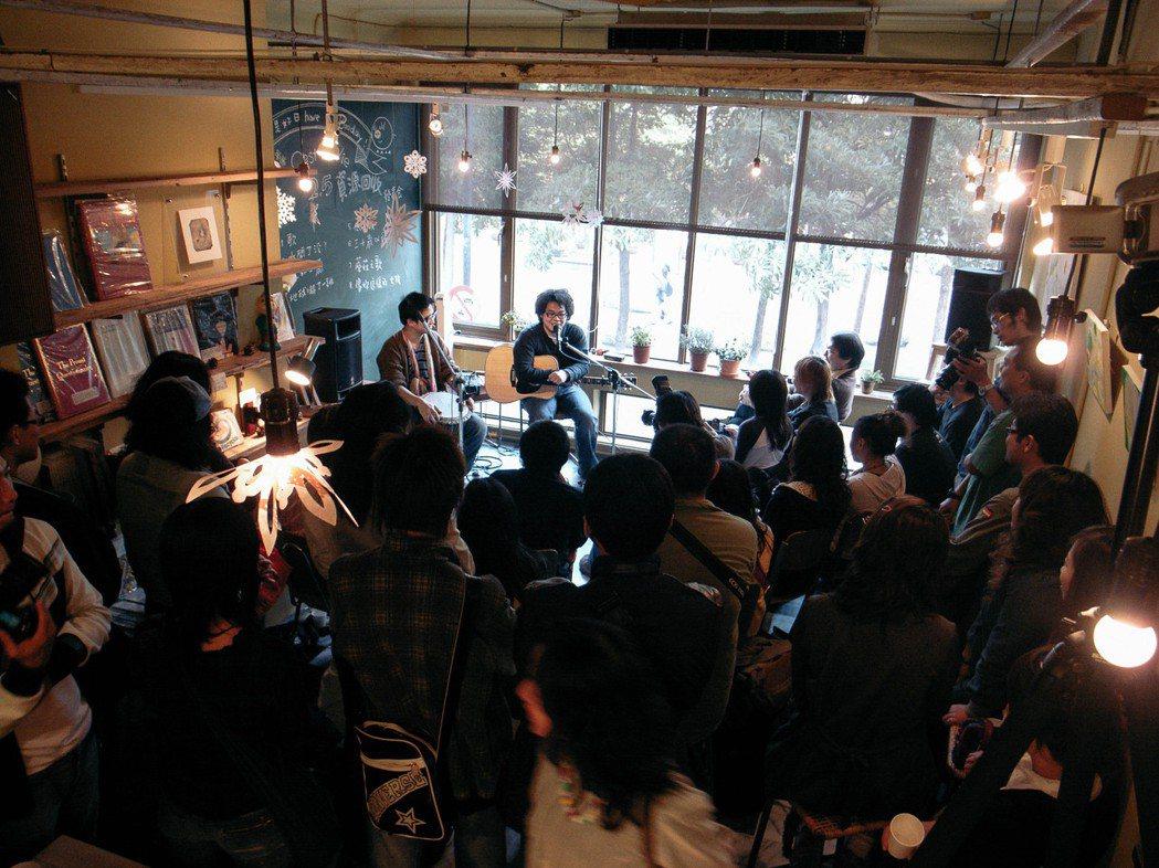 蘑菇咖啡自始都浪漫的認為,咖啡館是城市中的文化聚集地,必須經常發生一些藝文活動。...