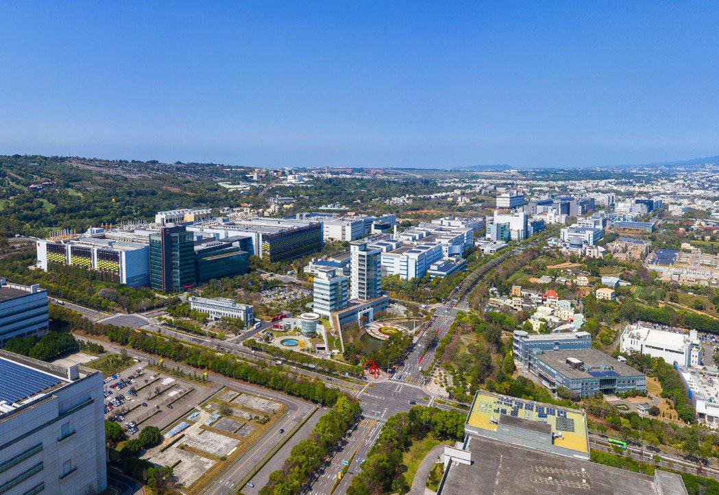 台中港特定周邊就業機會眾多,看好人口成長帶來住宅需求,吸引不少大型建商插旗卡位。...