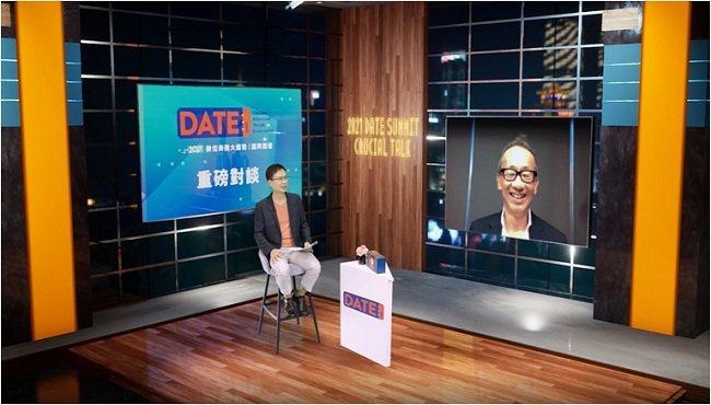 貿協董事長黃志芳(左)與晶華酒店董事長潘思亮展開跨產業的精彩對談。 貿協/提供