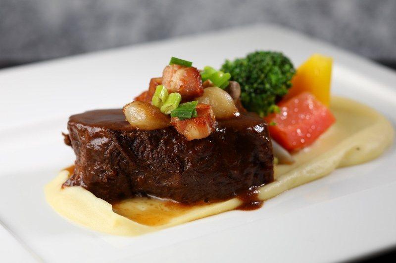 歐陸餐廳經典慢燉澳洲和牛頰。 北投麗禧/提供