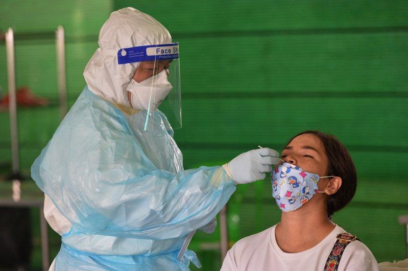 泰國觀光暨體育部規劃10月15日起開放完整接種疫苗的旅客入境曼谷免隔離,下週將送交泰國疫情指揮中心做出決定。 新華社