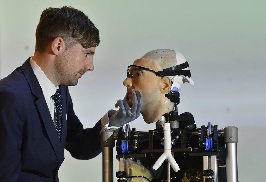 仿生機器人未來不會只在科幻電影裡出現。  路透