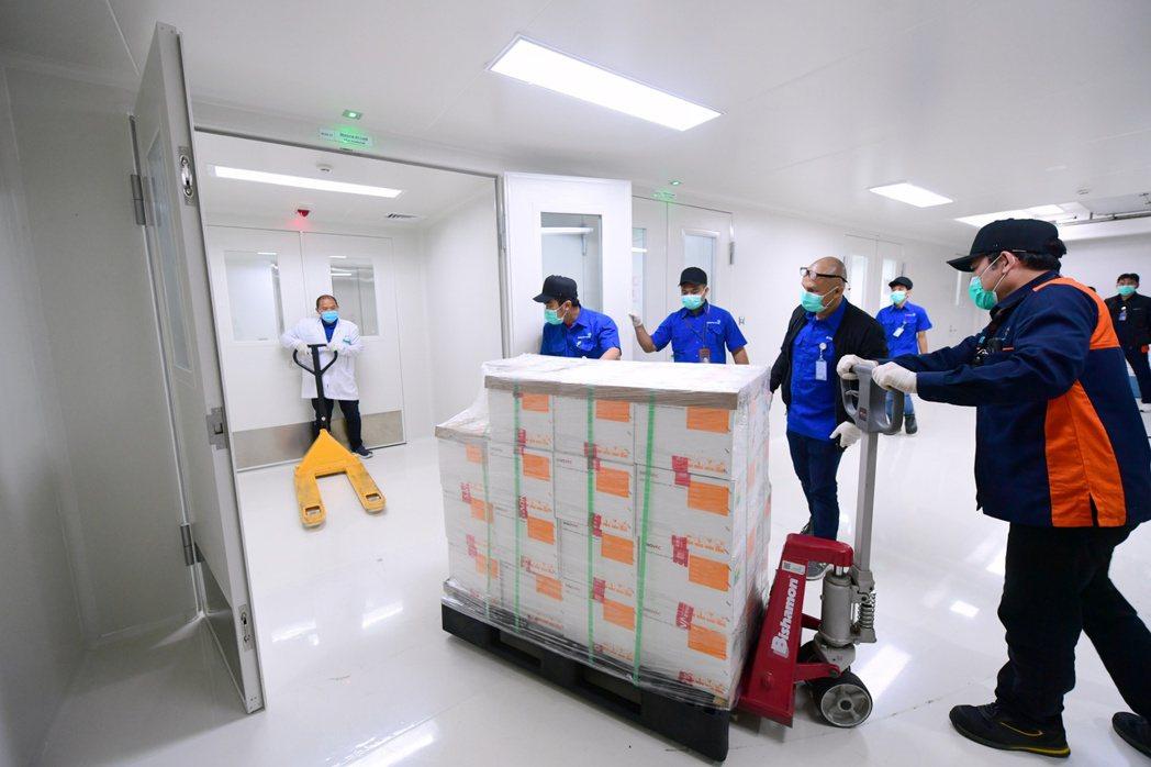 印尼積極爭取,希望繼南非之後,成為世衛組織指定的全球疫苗生產技術轉讓中心。圖為科...