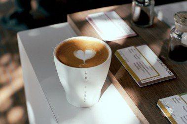 透過VWI by CHADWANG品牌,主理人王策積極分享精品咖啡美學。圖/VWI by CHADWANG提供。