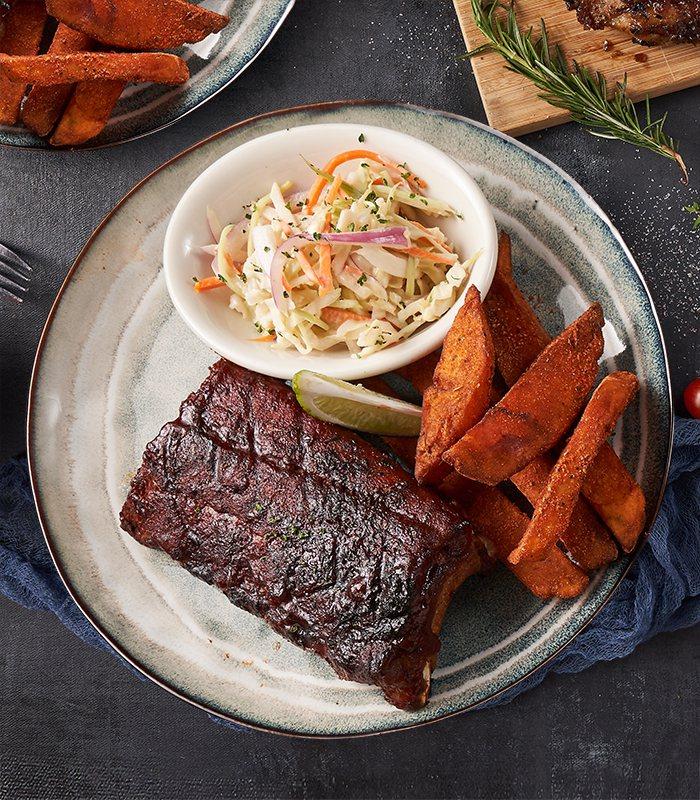 「樂子市集」美式BBQ豬肋排。圖/樂子the Diner提供。