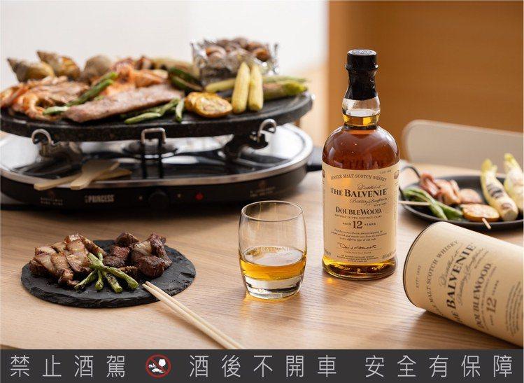 餐桌BBQ百搭「百富12年雙桶單一麥芽威士忌」。圖/格蘭父子提供。提醒您:禁止酒...