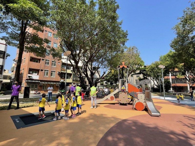 新竹市政府近年積極改造公園,最近推出「進擊的公園2.0」計畫,其中投入1600萬元翻新興南公園,今天啟用。記者張裕珍/攝影