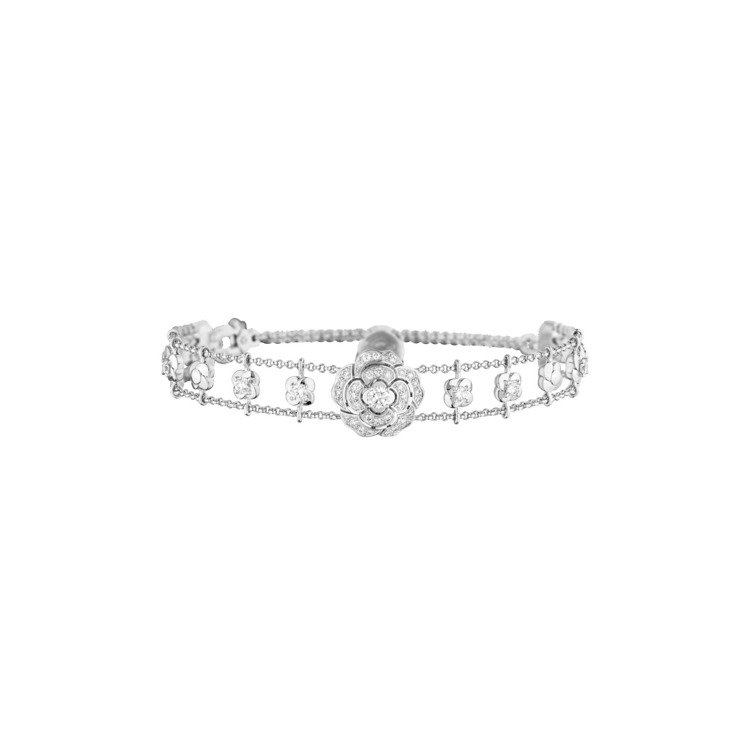 Bouton de Camélia手鍊,18K白金鑲嵌鑽石,70萬1,000元。...