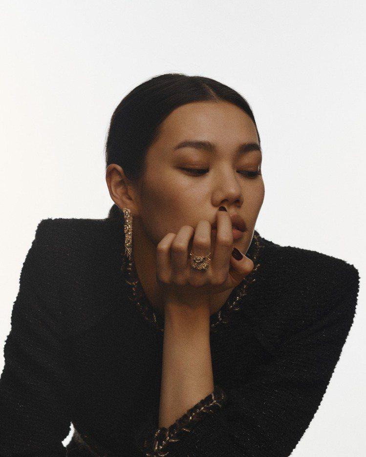 Impression de Camélia戒指與耳環。圖/香奈兒提供