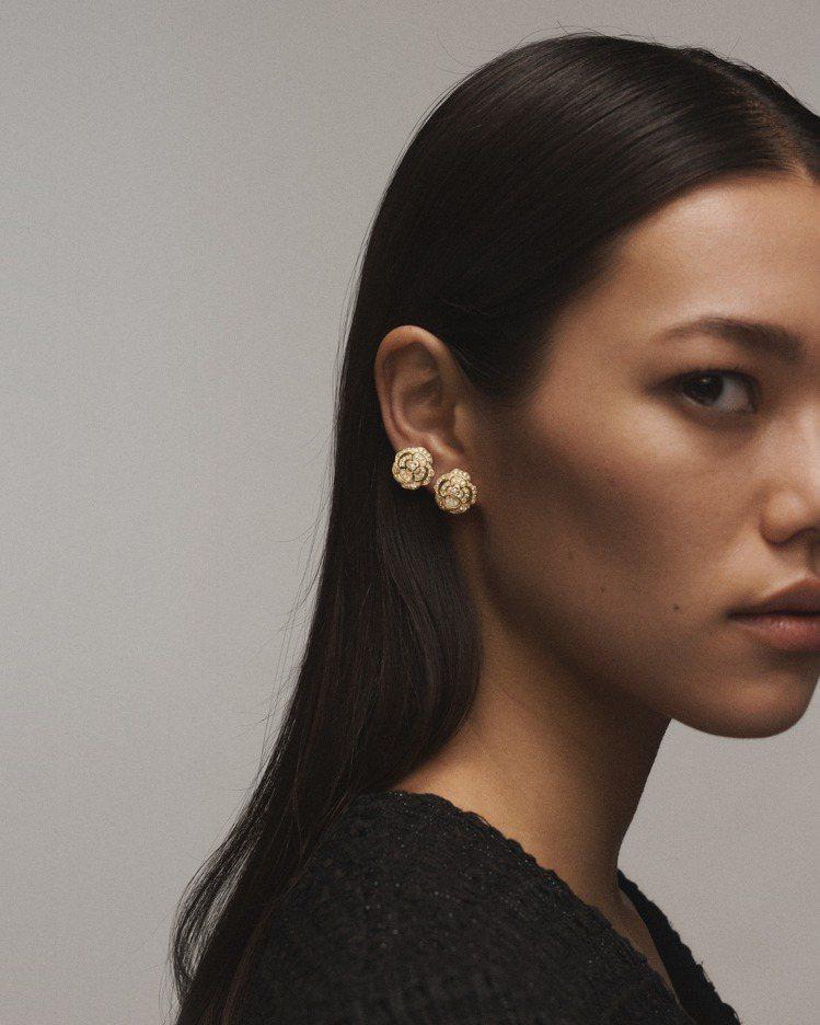 Bouton de Camélia耳環 ,18K黃金鑲嵌鑽石,33萬3,000元...