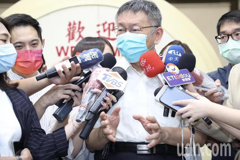 反駁停蓋社宅,柯文哲今天到市議會施政報告前回應媒體怒嗆表示「1450還會遮掩,政府竟帶頭說謊」。記者林俊良/攝影