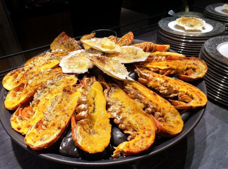 台北喜來登十二廚回歸,新菜「海膽醬焗烤龍蝦」上桌。圖/台北喜來登提供