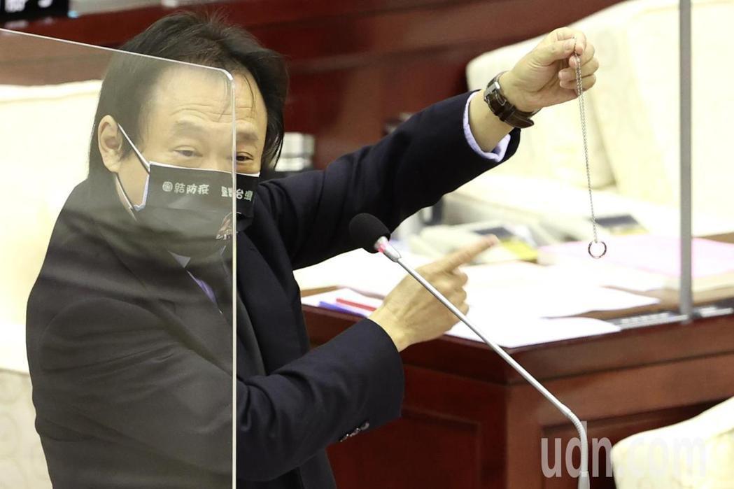 台北市政質詢,民進黨台北市議員王世堅(圖)率先發言,表示市長柯文哲執政7年以來,...