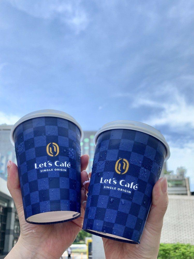 全家便利商店Let's Café即日起精選推出新單品口味「烏干達月亮山」。圖/全...