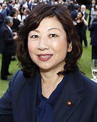 日本自民黨代理幹事長野田聖子確定將參選黨魁。(取自維基百科)