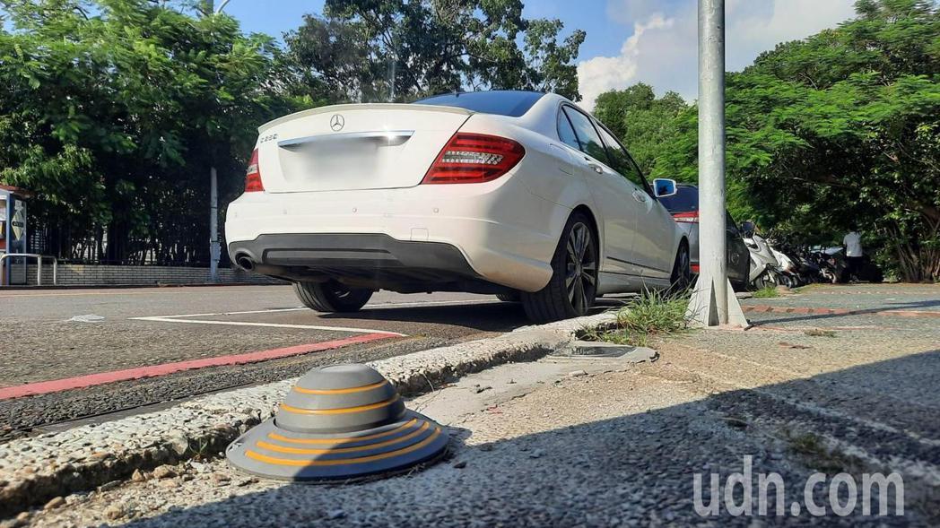 智慧路邊停車系統廠商阜爾運通公司改良出嵌入型車牌AI辨識系統,為目前全國最小型。...