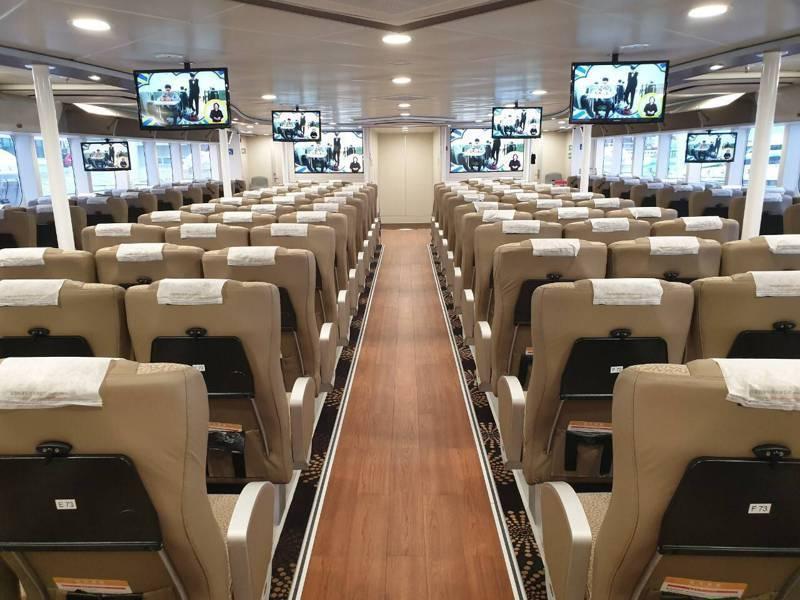 「藍鵲」輪高速客船內部裝修寬敞舒適,未來可提供民眾新選擇。圖/航港局提供