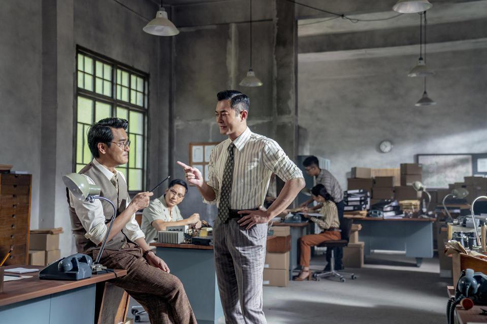 古天樂、林家棟演出「金錢帝國:追虎擒龍」演出黑白雙煞。圖/華映提供