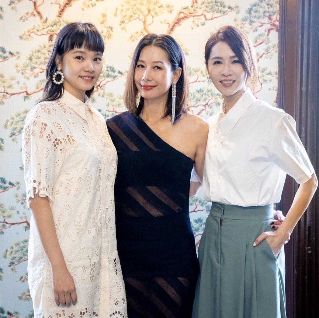 謝盈萱(右起)、丁寧、王真琳為主演的最新影集「四樓的天堂」宣傳。圖/公視提供