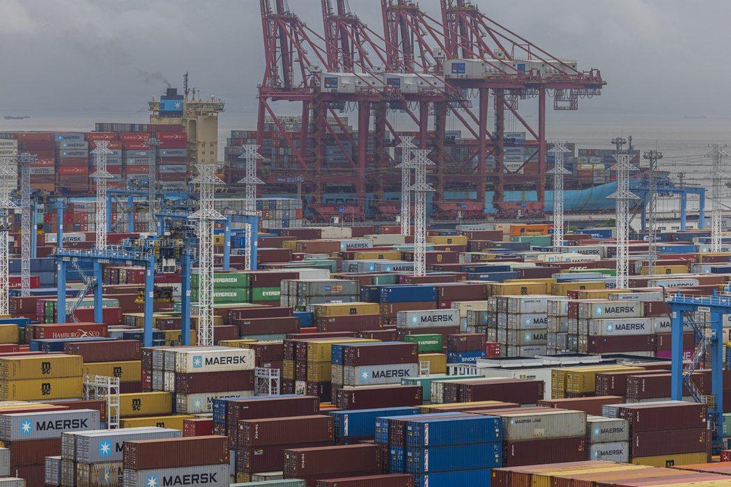 隨著颱風燦樹遠離,中國大陸的寧波港和舟山港已恢復運作。歐新社