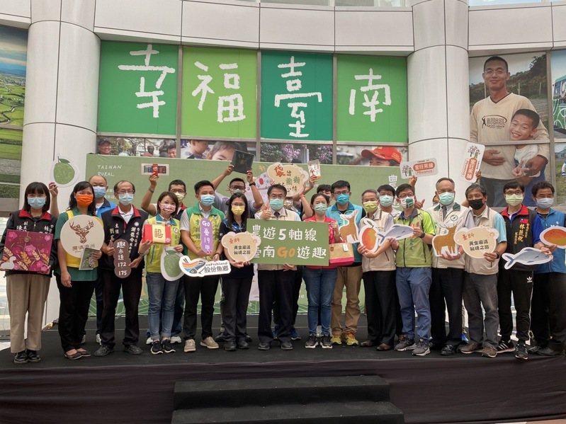 台南市農業局推出「農遊5軸線」,串連26個農村社區,希望吸引民眾來台南體驗遊程,促進消費。記者鄭維真/攝影