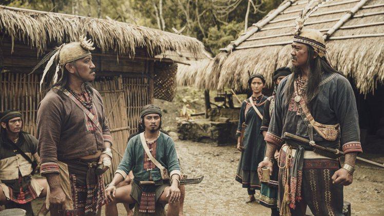 光是斯卡羅王國就有瑯嶠十八社,每個社的衣著細節也都有些許不同,這些都是服裝組要顧...