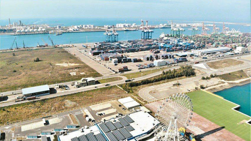 身為台灣第二大港口的台中港特區,在海運吞吐量激增下,區域商圈發展快速,也帶動房市...