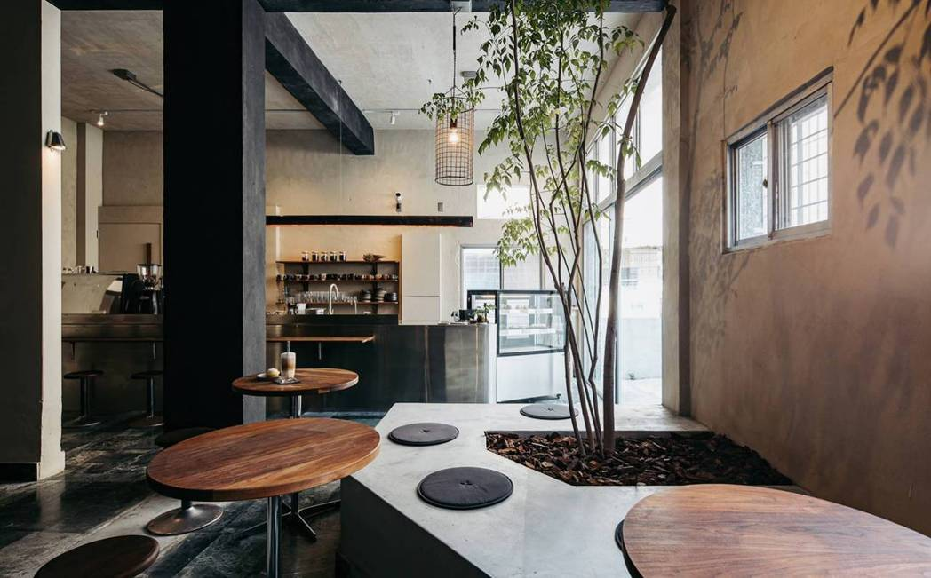 平台座位區甚至能探得菜豆樹的樹影灑落。 圖/畚設計提供、林科呈攝影