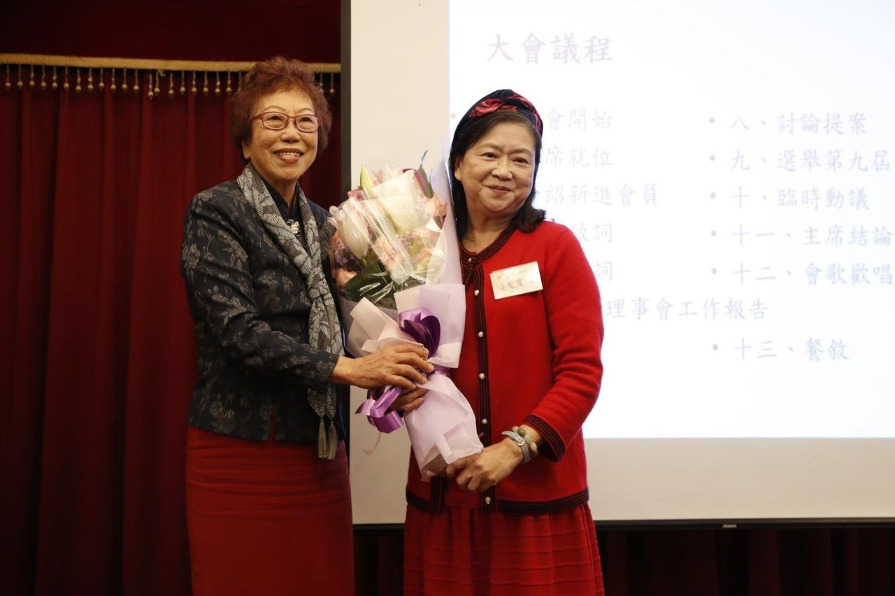 台北市士東國小前校長連寬寬屆齡退休至今已10個年頭,退休後仍奉獻教育事業,從優質...