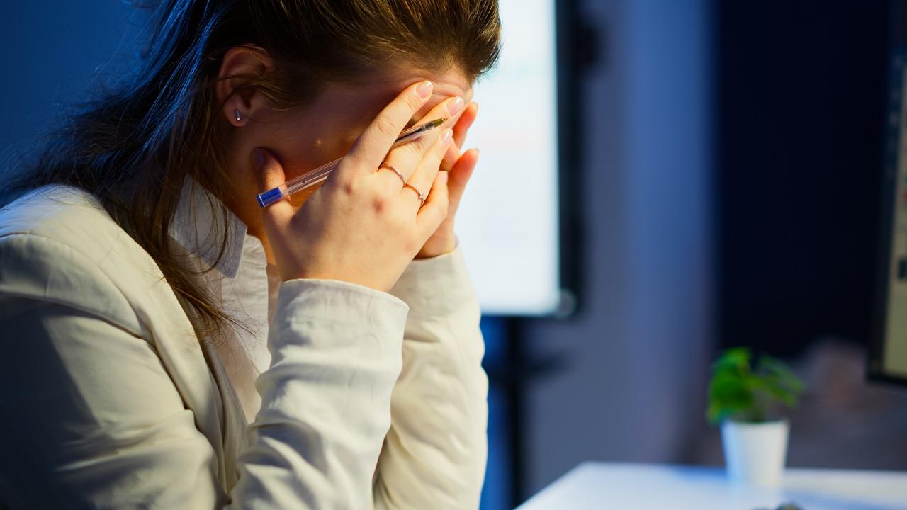 若出現異常頭痛、癲癇、半身無力應盡速就醫,以免出血性中風,甚至危及生命。 圖/f...