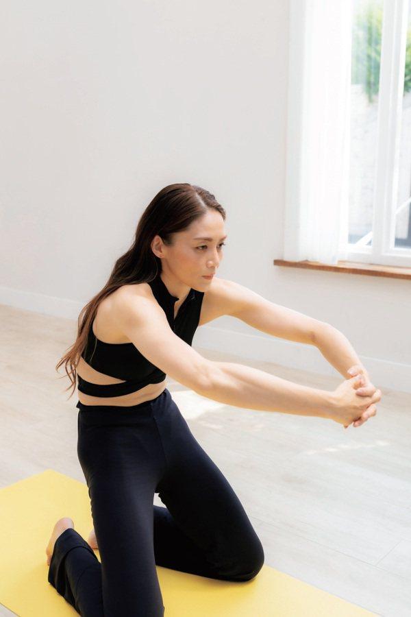 大腿下降運動:精準鍛鍊到大腿的肌肉。 圖/采實文化 提供