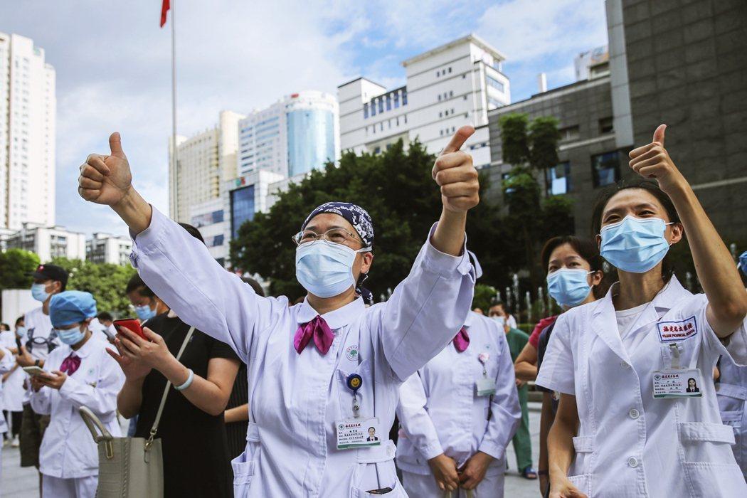 本回莆田感染源頭不明、研判是入境隔離期間感染,又向外造成傳播鏈,在疫苗可能無法防...