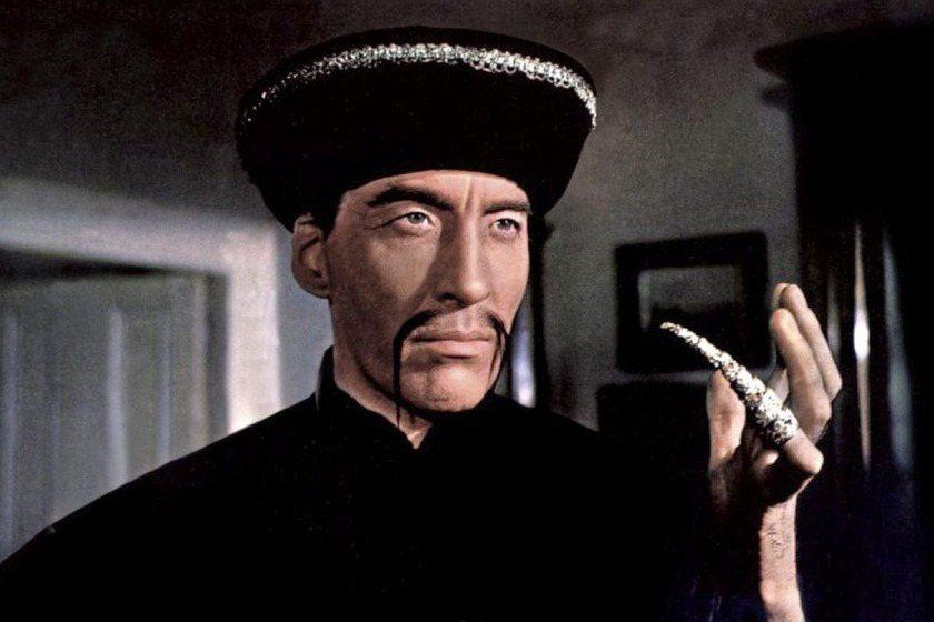 把「黃禍」一詞擴展開來的是在1913年,因為這時「傅滿州」出現了,此名亞洲天才角色,致力於計劃可怕的殺人計畫,甚至用法術使自己長生不老。 圖/《傅滿州之血》(The Blood of Fu Manchu)劇照