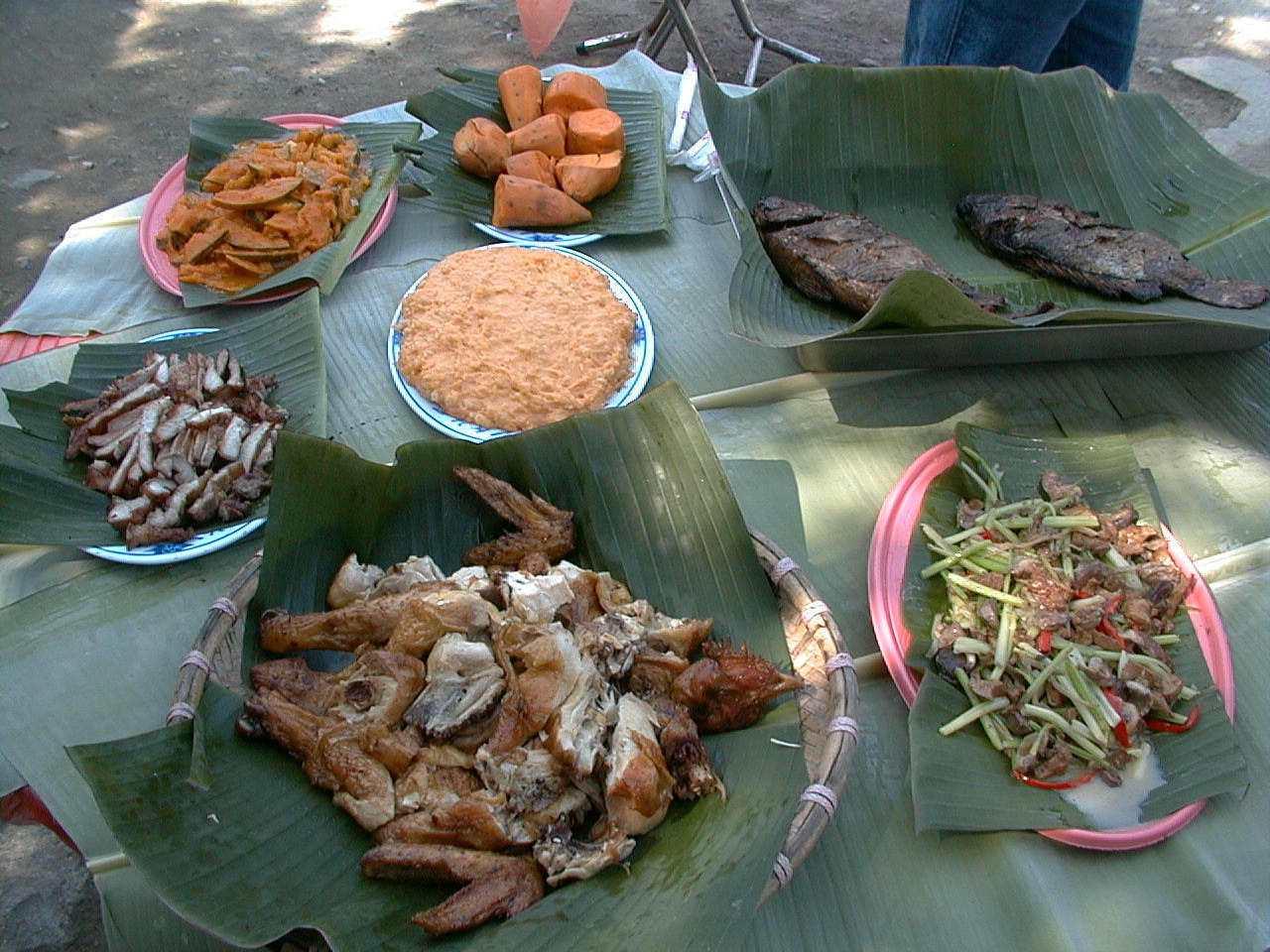 茶山部落有道地的原住民風味餐,讓遊客體驗不同的飲食文化。 圖/陳建任 攝影