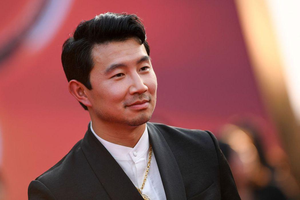 《尚氣與十環傳奇》身為主演且是加拿大華裔的劉思慕,前幾年談論到父母移民是因為中國像極了第三世界國家,導致被中國人指此言論辱華,為此可能導致電影無法在中國上映。 圖/法新社