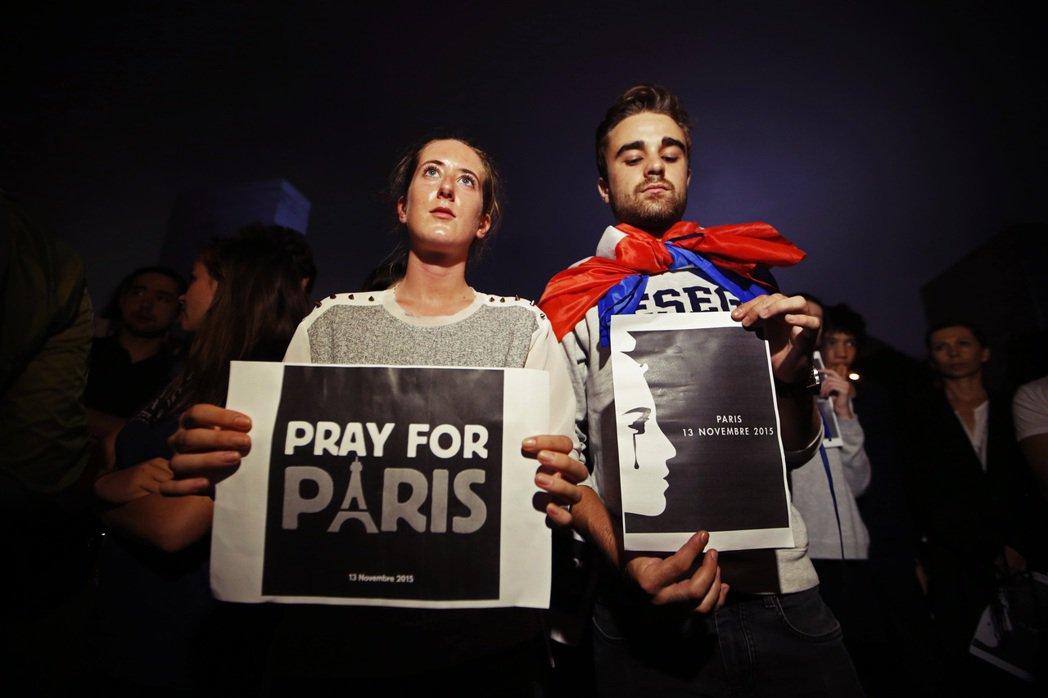 超過74%的受訪者其實認為:「穆斯林其實和你我一樣,我們都是一樣的法國人。」 圖...