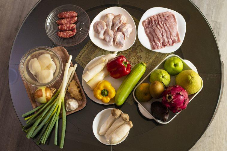 譚敦慈建議,烤肉最好的方式是「先蔬後肉,較健康」,把該吃的蔬菜鮮吃完後再吃肉,對...