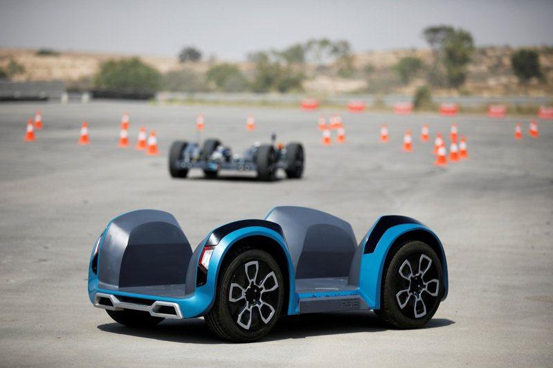 以色列電動車新創REE Automotive,與外部廠商合作,打造出電動車的模組化底盤平台。圖/路透