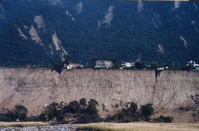 當時得台中縣和平鄉自由村原住民部落,在大地震中被削去大半,泰雅族人說,禁不起上帝再開一次玩笑。圖/聯合報系資料照片