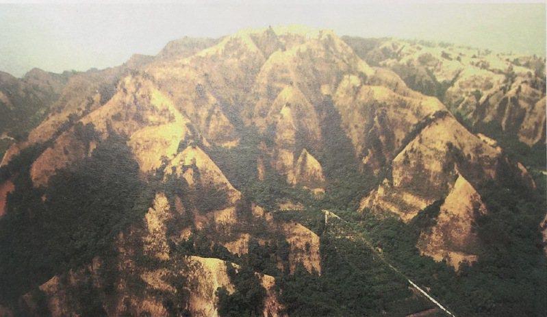 921大地震讓中部山區的九九峰一夜禿頂。圖/聯合報系資料照片